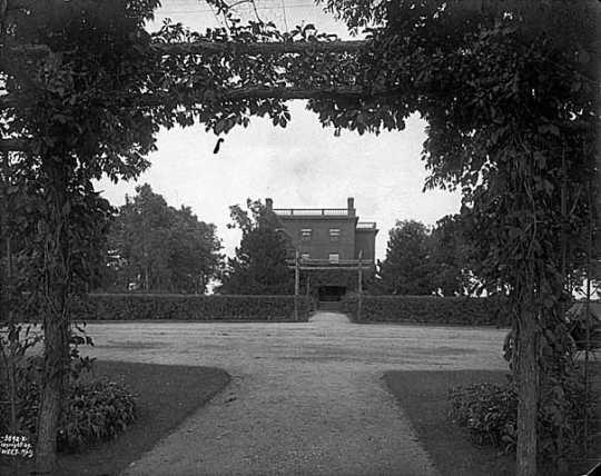 Thomas Lowry's country estate, Monticello