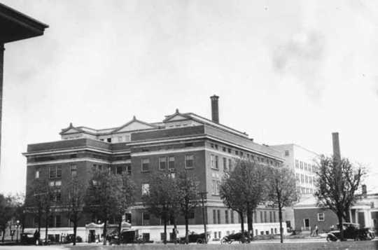 Black and white photograph of Mayo Clinic, Rochester, 1915.