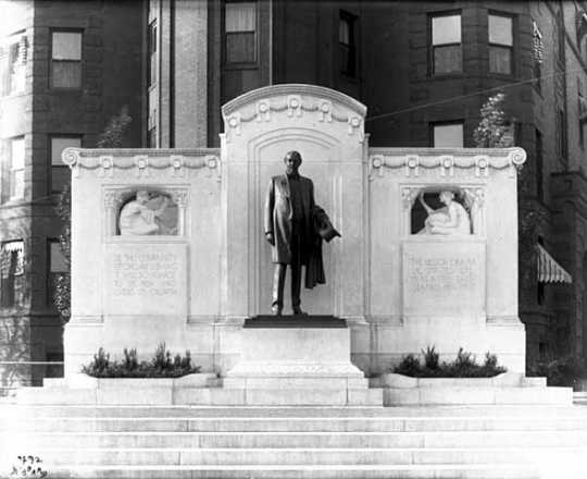 Thomas Lowry monument