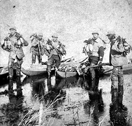 Duck hunters returning after hunting on Heron Lake