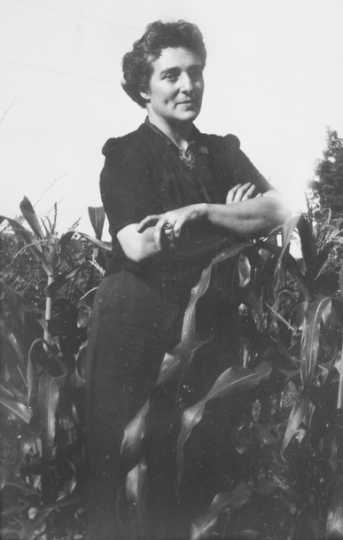 Black and white photograph of Meridel Le Sueur, c. 1940.