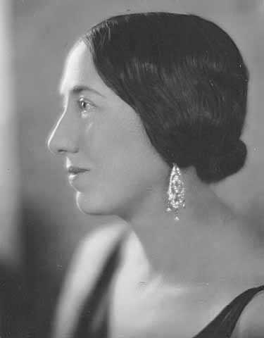 Black and white photograph of Maud Hart Lovelace, Minnesota author, c.1928.