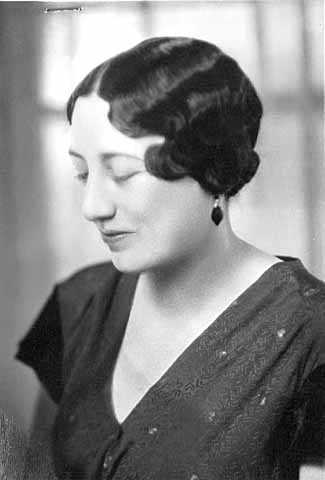 Black and white photograph of Maud Hart Lovelace, c.1931.