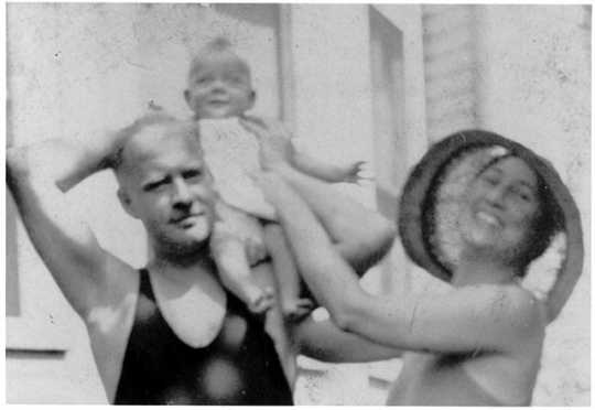 Black and white photograph of Delos and Maud Hart Lovelace with daughter Merion, c.1931.