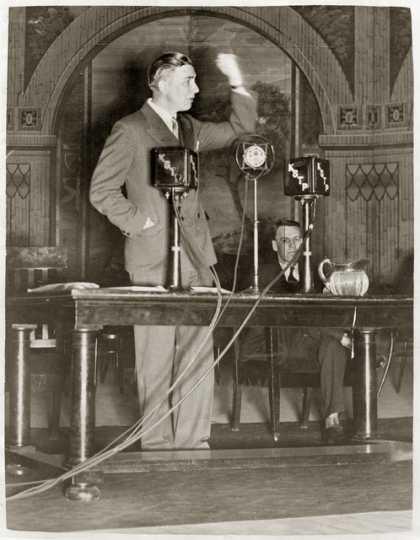 Floyd Olson delivering speech, 1932