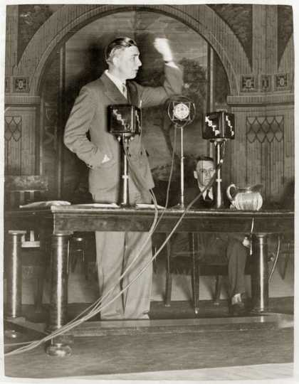 Floyd Olson delivering speech, 1932