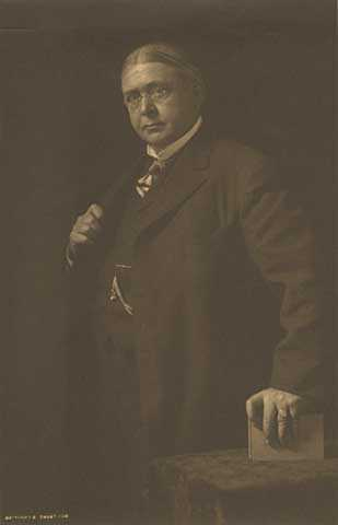Black and white photograph of Stephen Arnold Douglas Volk, 1908.