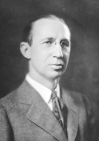 Black and white photograph of Horace Lowry, Minneapolis, c.1923. Photographed by Lee Brothers.