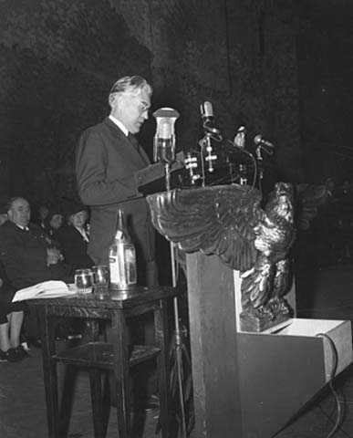 Henrik Shipstead delivering a speech