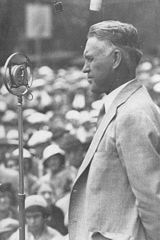 Henrik Shipstead delivering a speech