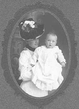 Black and white photograph of Evangeline Lindbergh with her son Charles Augustus Lindbergh, c.1902.