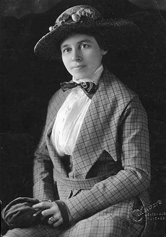 Anna Dickie Olesen in hat, ca. 1920.