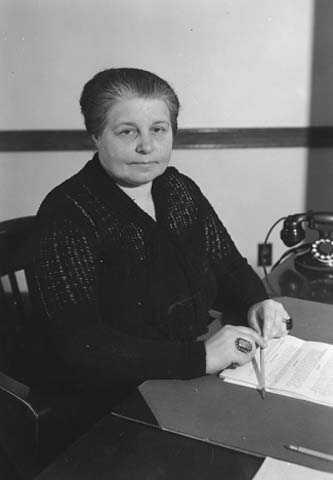 Anna Dickie Olesen, 1937.