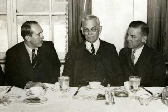 Black and white photograph of Howard Kahn, City Editor of the St. Paul Daily News (far right) with Webb Miller of United Press (center) and J. N. Jackson, President of the St. Paul Association