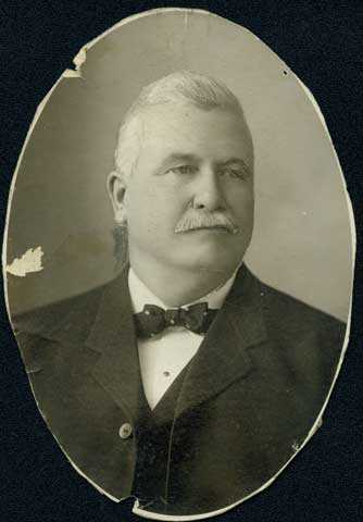 Black and white photo print of police chief John O'Connor, c. 1900.
