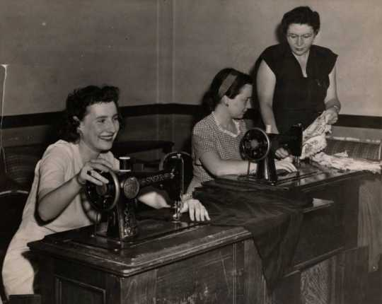 Photograph of a sewing class at the Jewish Educational Center in St. Paul, 1945.