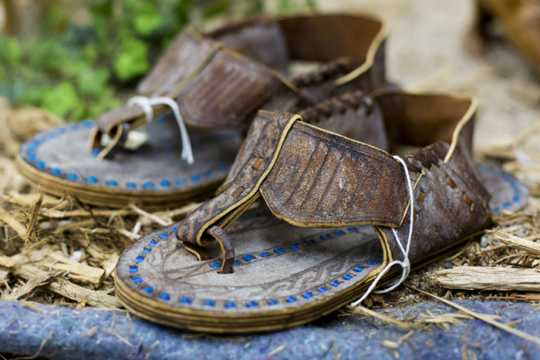 Photograph of kabo (shoes)