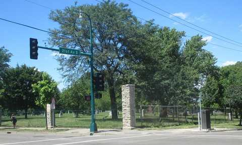 Color image of the southeast corner of Pioneers and Soldiers Memorial Cemetery Cemetery, at the corner of East Lake Street and Twenty-first Avenue South in Minneapolis, 2016. Photographed by Paul Nelson.