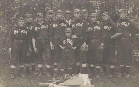 Photograph of the St. Olaf Baseball team