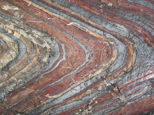 Color image of a Jaspilite-banded iron formation in the Stuntz Bay Road outcrop, Soudan Underground State Park, Soudan, June 10, 2015. Photograph by Wikimedia Commons user James St. John.