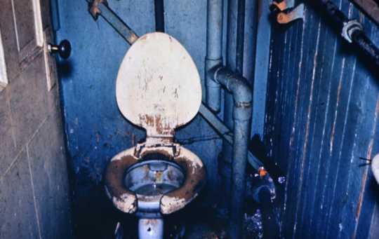 Pioneer Hotel bathroom