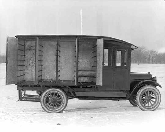 Photograph of the Egekvist Bakery truck in Minneapolis, 1921.