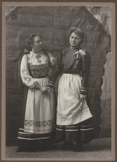 Members of Daughters of Norway Vårblomsten Lodge #40 (Thief River Falls)