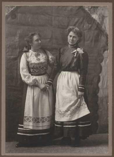 Members of Daughters of Norway Vårblomsten Lodge #40 (Thief River Falls)
