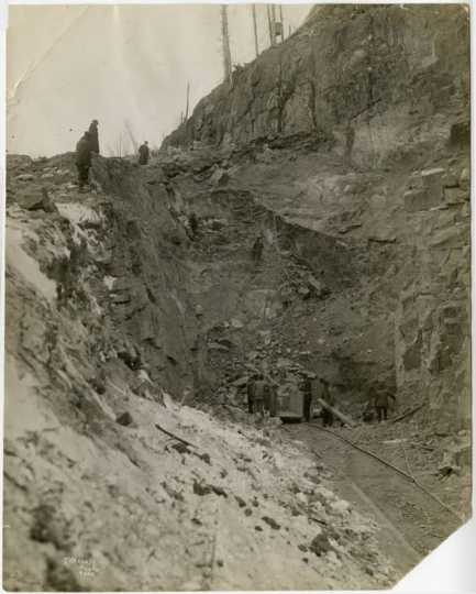 Black and white photograph of construction of the Duluth, Winnipeg & Pacific Railway tunnel at Short Line Park, Duluth, Minnesota, 1911.