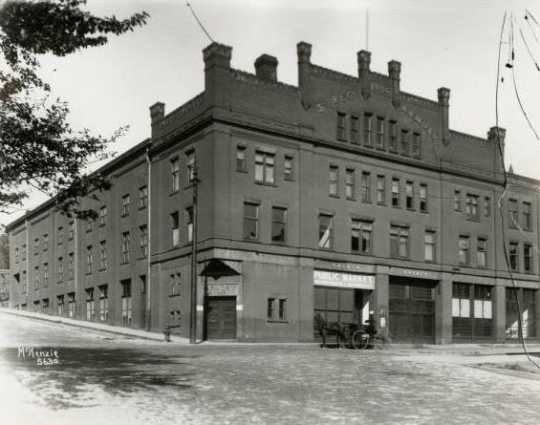 Black and white photograph of Duluth's Third Regiment Armory, a predecessor of the larger National Guard armory built in 1915. Photographed by Hugh McKenzie c. 1915.