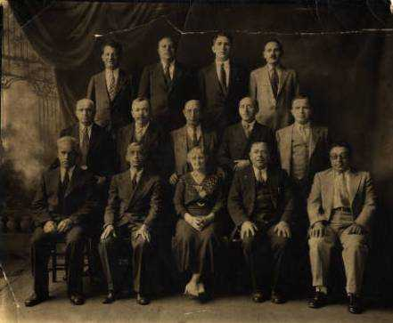 Black and white photograph of members of the Minneapolis Workmen's Circle, 1919.