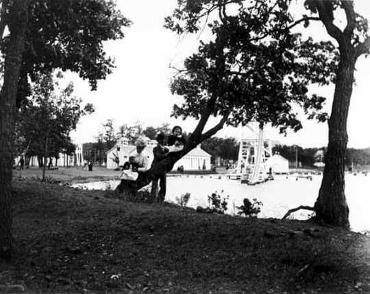 Family at Wildwood Park, c.1899.